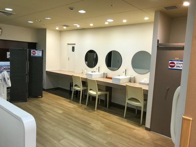 関空ラウンジ化粧室