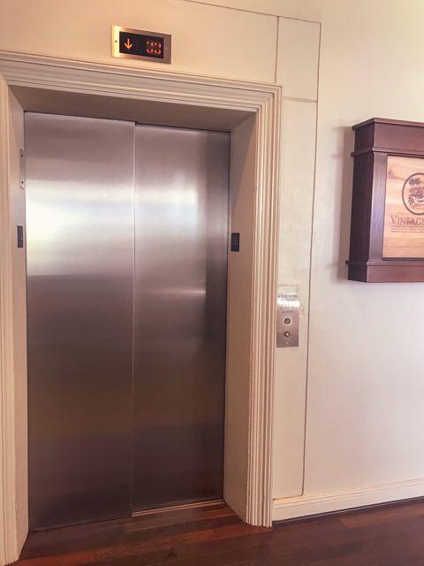 コインランドリーエレベーター