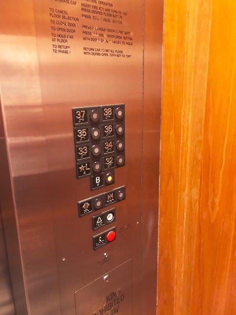 エレベーターでコインランドリー