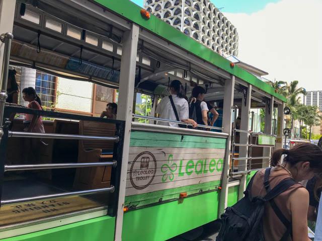 トロリーバスでワイキキ動物園